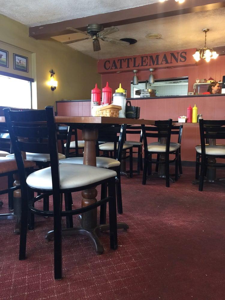 Cattlemans: 1 N Main St, Savannah, OH