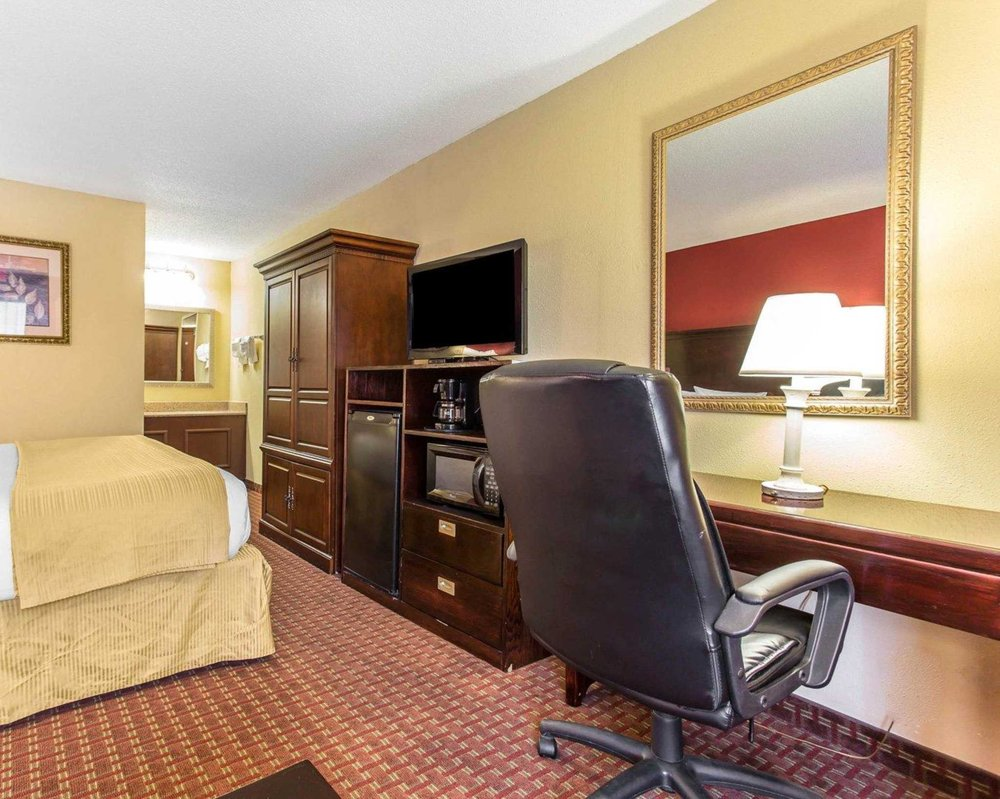 Quality Inn & Suites: 715 Sullivan Rd, Statesville, NC