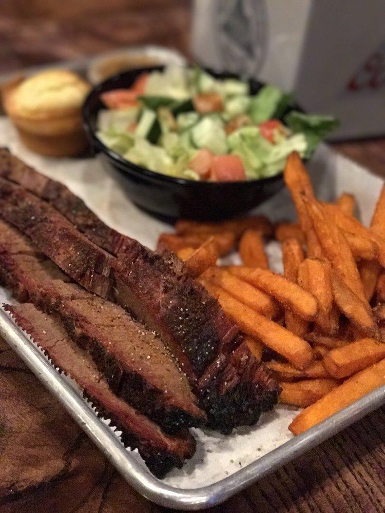Big Ed's BBQ: 4030 Northpoint Blvd, Waukegan, IL