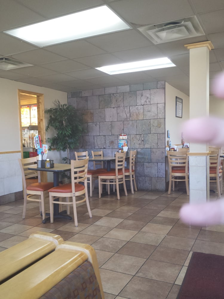 Dairy Queen Grill & Chill: 10611 US Hwy 301, Claxton, GA