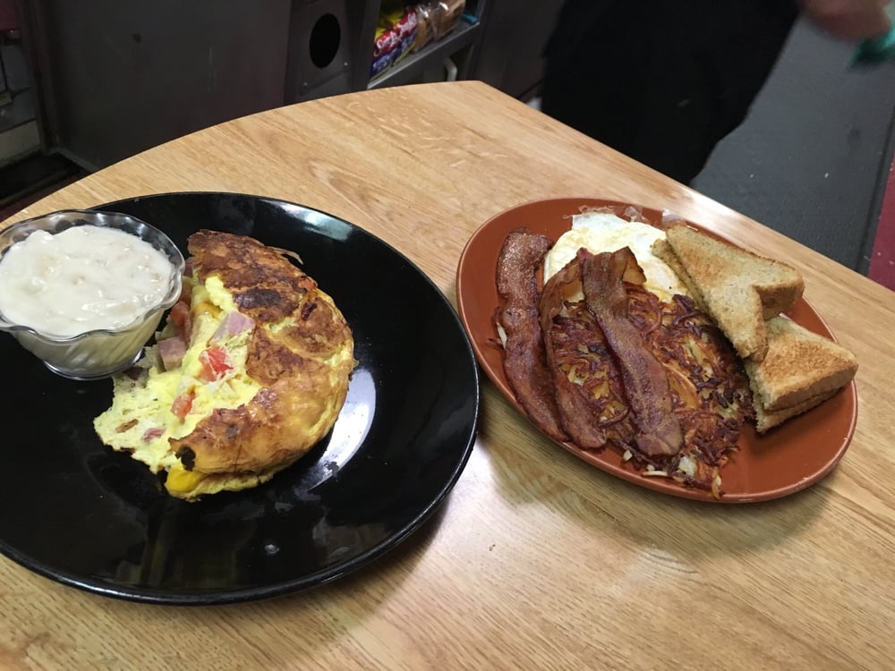Fort Worth Barbecue Cafe: 526 S 5th St, Keokuk, IA