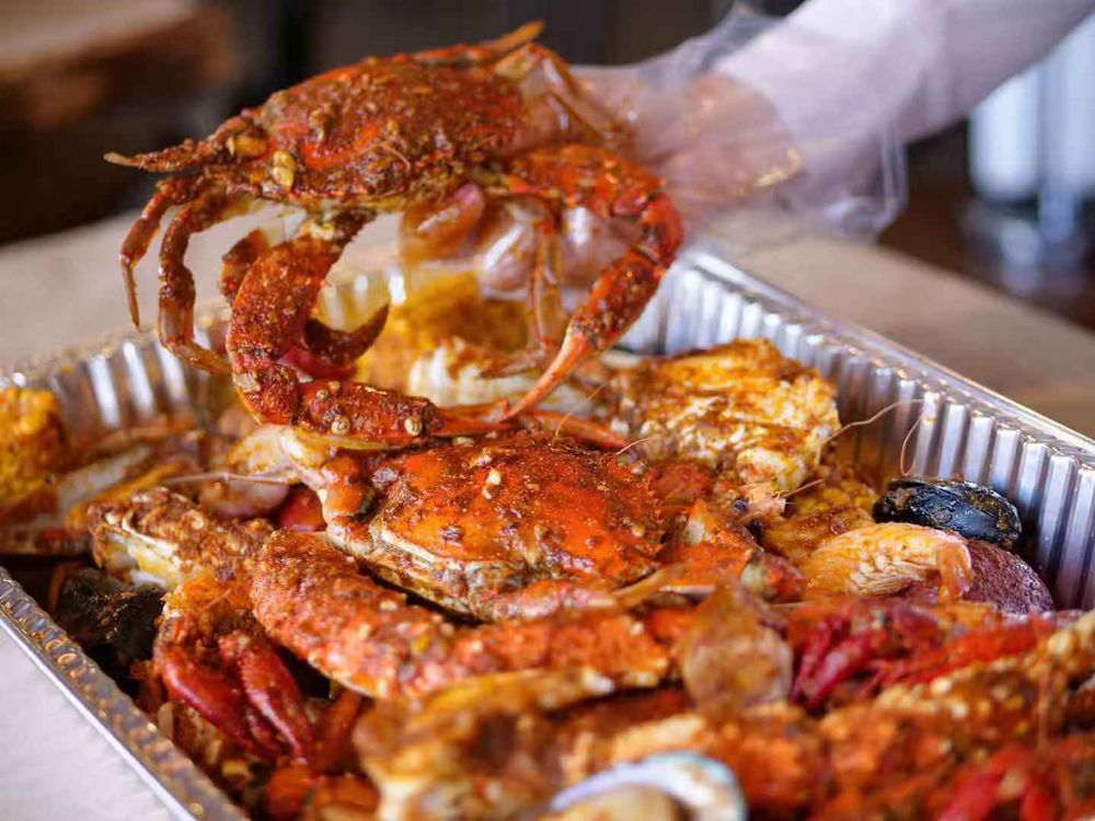 Mr. & Mrs. Crab: 3770 Lakeside Village Ct, Lakeland, FL