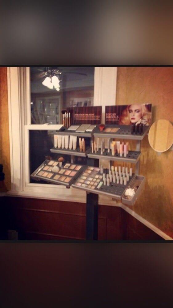 Salon & Company: 1530 2nd Ave N, Fort Dodge, IA
