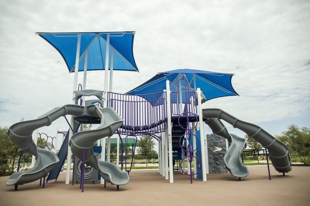 Clayton W. Chandler Park: 1530 N Walnut Creek Drive, Mansfield, TX