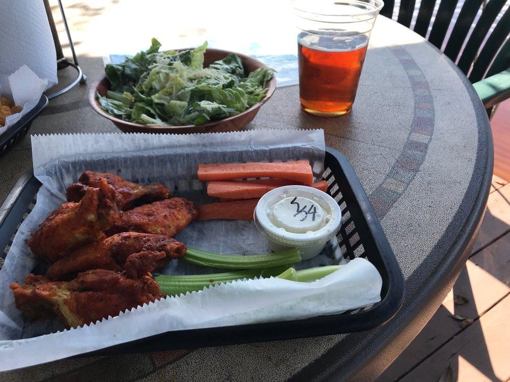 Lake Minneola Tiki Bar & Grill: 508 S Main Ave, Minneola, FL