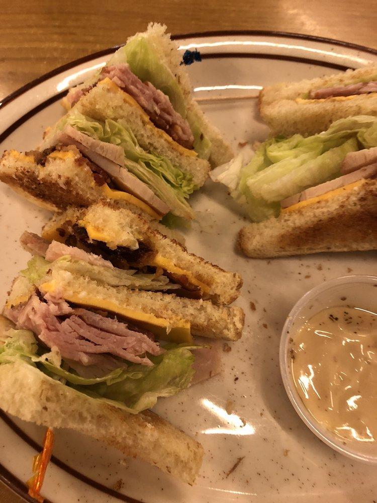 Heather's Diner: 507 N Halleck St, De Motte, IN