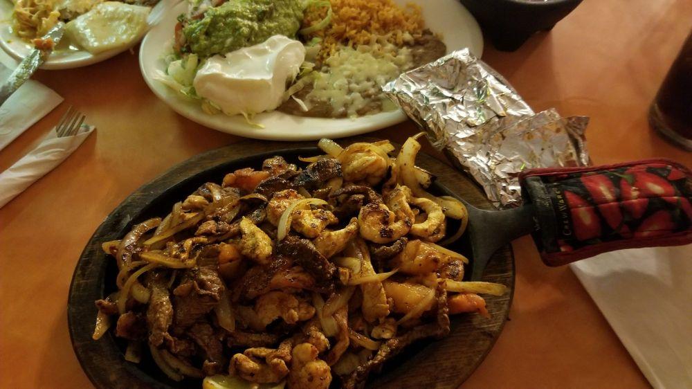 De La Paz Mexican Restaurante: 3017 Highway 31 W, White House, TN