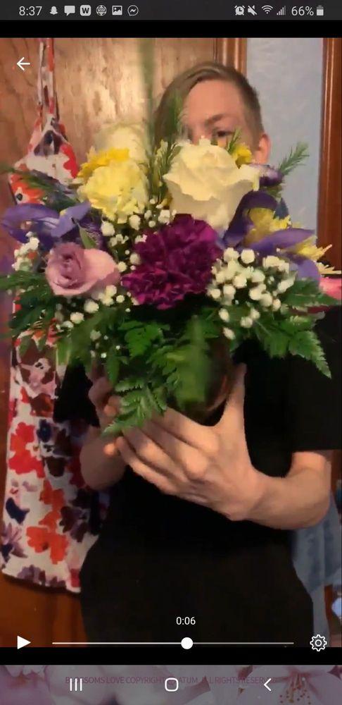 Marshall Floral & Gifts: 1 E North St, Marshall, MO