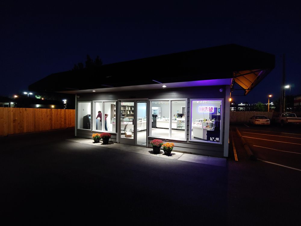 Beaver Bowls Cannabis Showroom: 1434 Pacific Blvd SE, Albany, OR