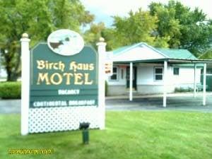 Birch Haus Motel: 1301 Mackinaw Ave, Cheboygan, MI