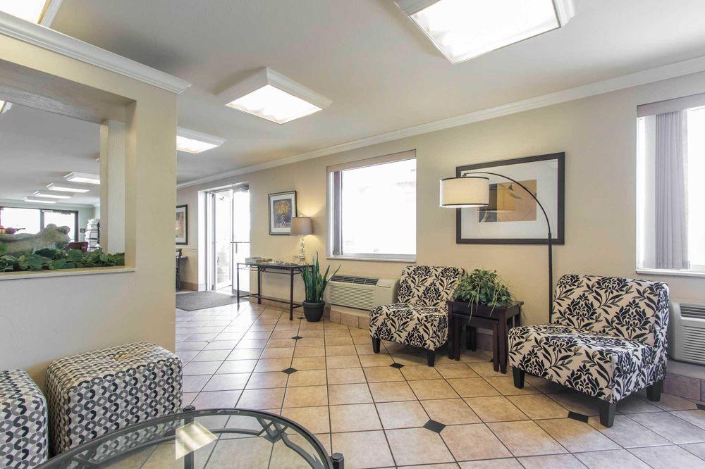 Econo Lodge Inn & Suites: 3510 S Range Line Rd, Joplin, MO