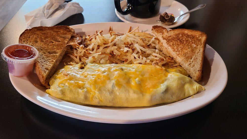 Bearstone Cafe: 565 N 9th St, Columbus, MT