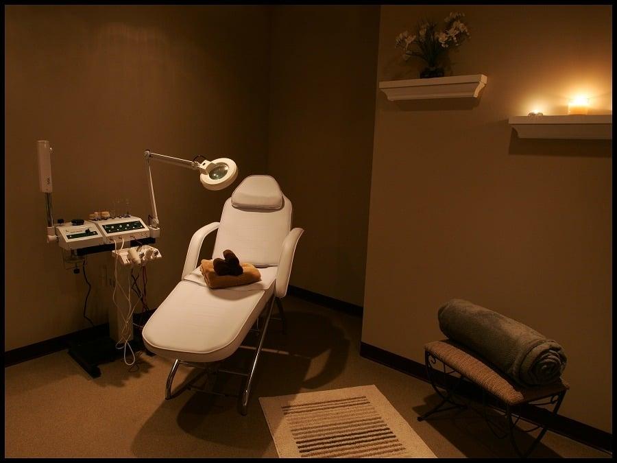 NV Salon & Spa: 1012 Center Dr, Richmond, KY