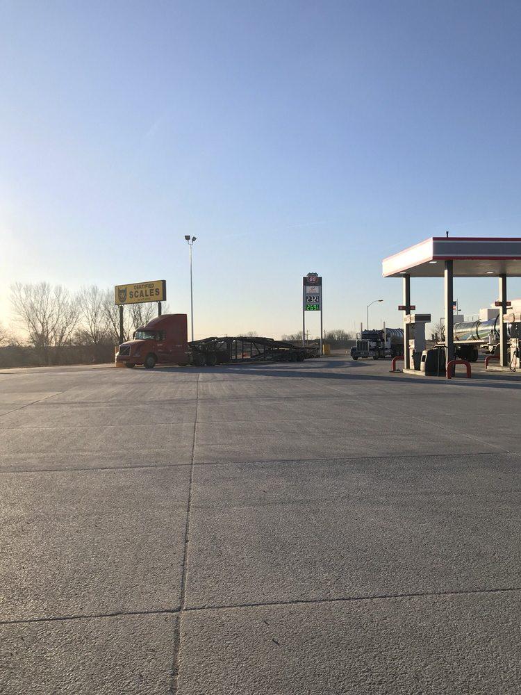 Garden Inn Truck Plaza: 27478 Holt 223, Mound City, MO