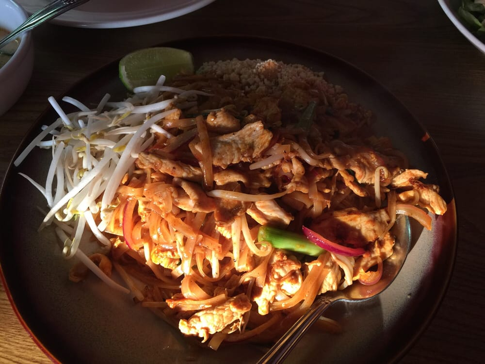 Buathong Thai Cuisine: 17032 SE McLoughlin Blvd, Portland, OR