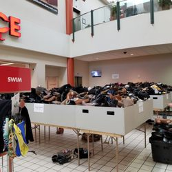 last chance clearance store 223 photos 524 reviews shoe stores