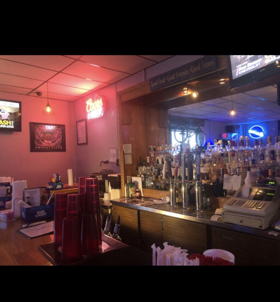 Caddyshack Sports Bar: 505 Main St, Farmersville, IL