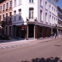 Interieur different meubelwinkels kloosterstraat 30 for Interieur antwerpen