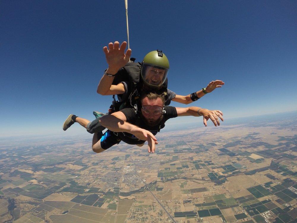 Skydive Lodi Parachute Center: 23597 N Hwy 99, Acampo, CA