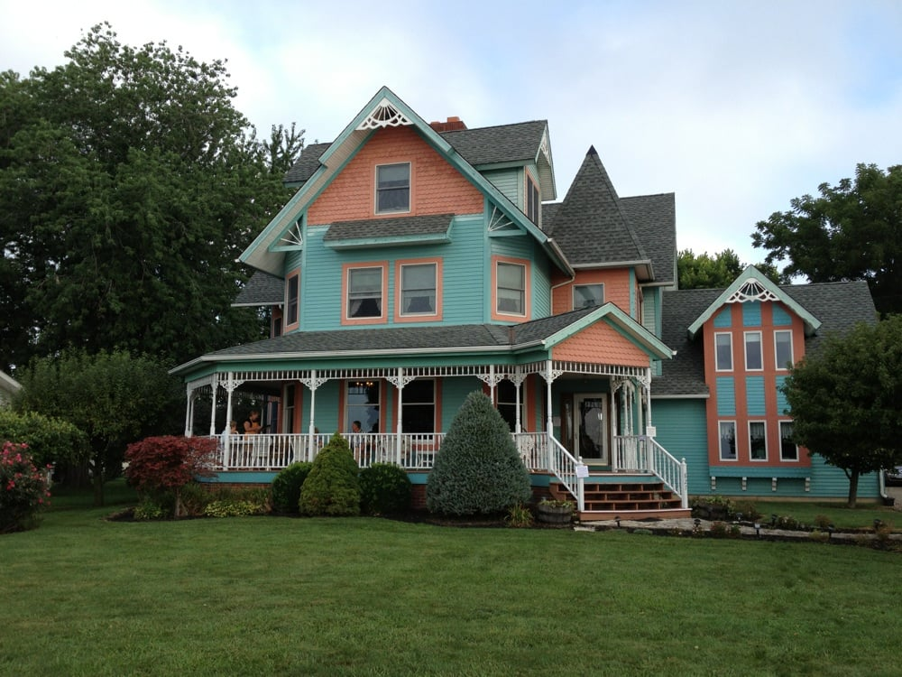A Water's Edge Retreat Bed & Breakfast: 827 E Lakeshore Dr, Kelleys Island, OH