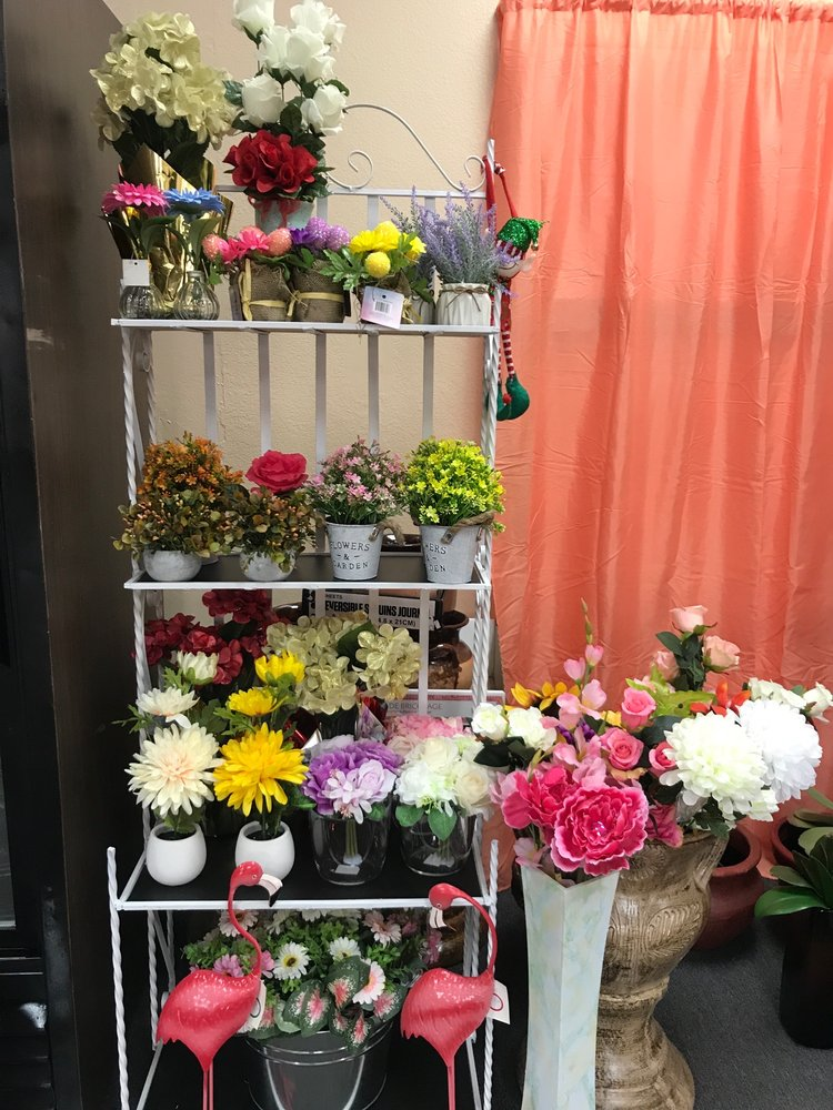 Rubys Flowers Shop: 2138 N Palm Ave, Highland, CA