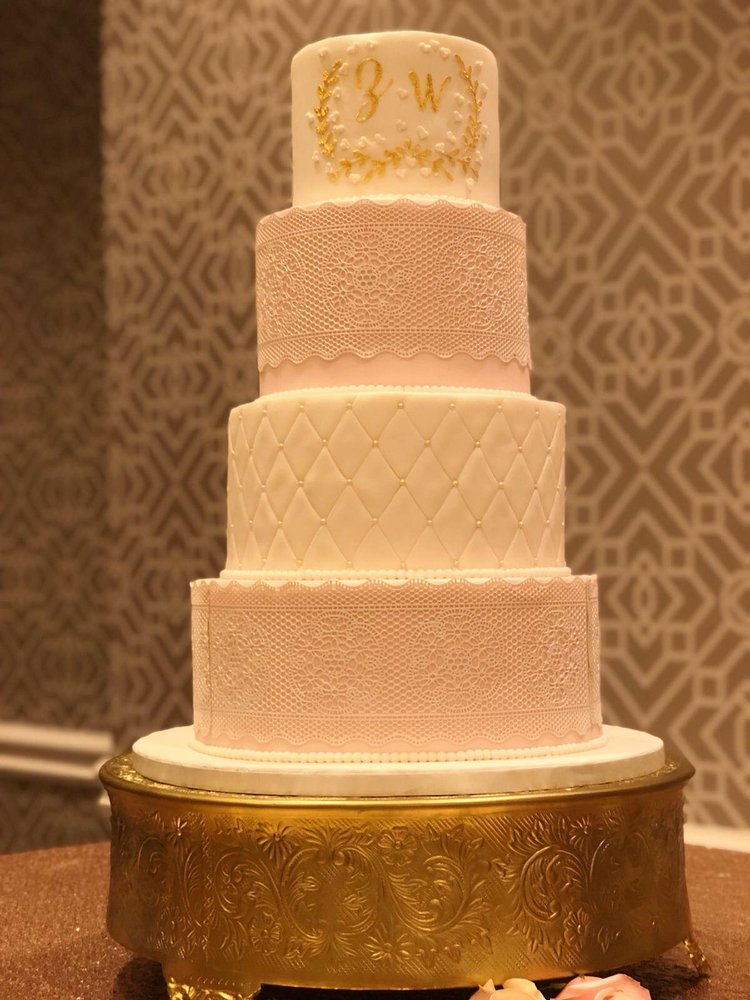 Dana's Cake Shoppe: 1602 Village Market Blvd SE, Leesburg, VA