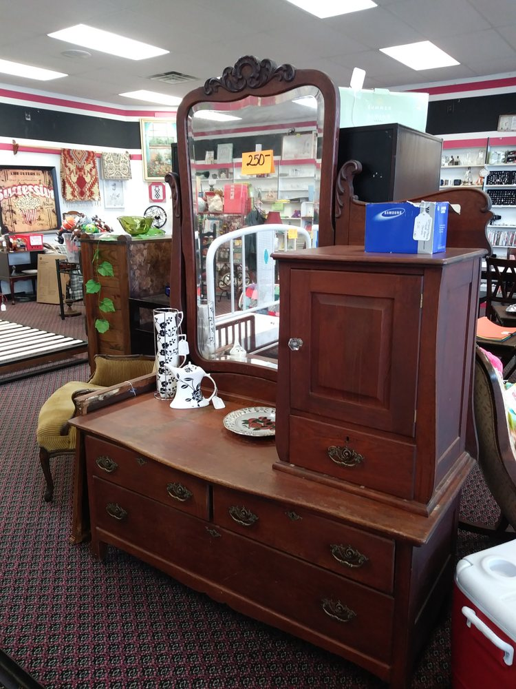 Crossroads Antiques & Things: 703 US Hwy 278 Bypass E, Piedmont, AL