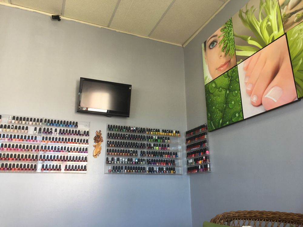 Diva Nails Salon: 240 Atwood Ave, Cranston, RI
