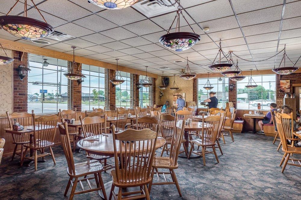 Peppermill Restaurant: 685 N Port Crescent St, Bad Axe, MI