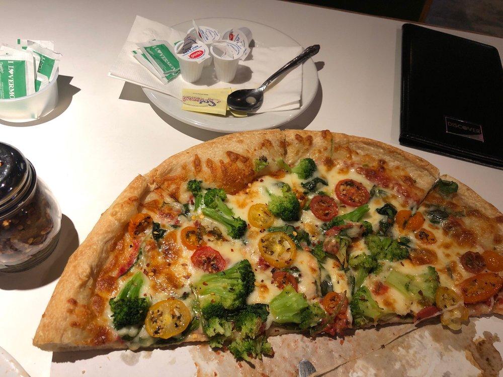 Hoagie's Pizza & Pasta: 65 Northgate Plz, Morrisville, VT