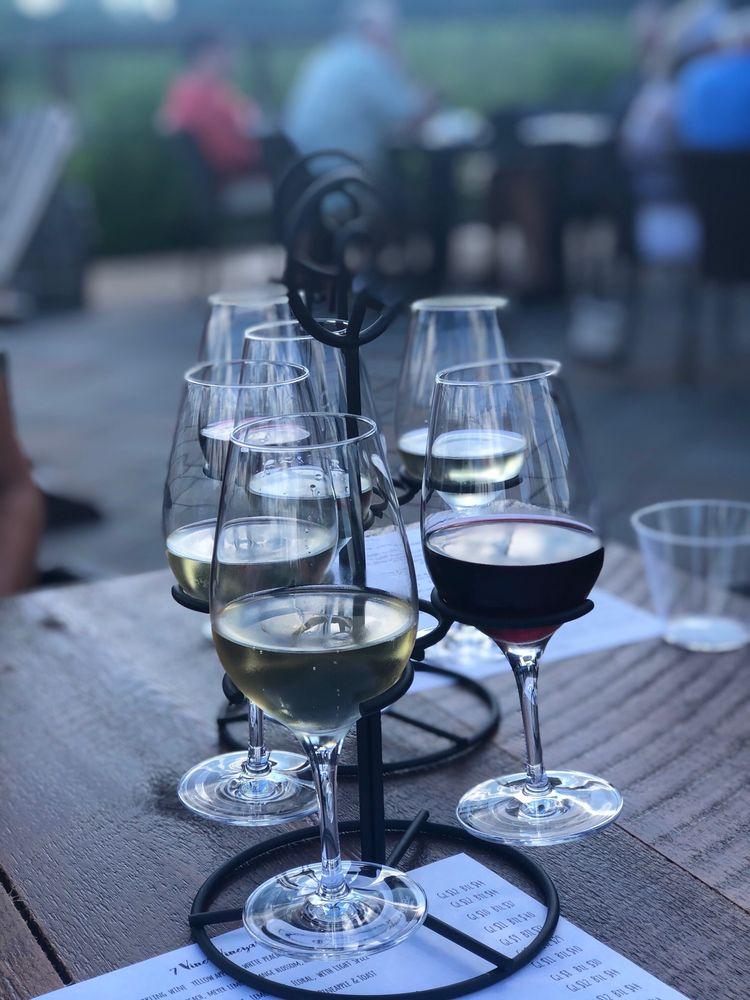 7 Vines Vineyard: 101 Hwy 96 E, Dellwood, MN