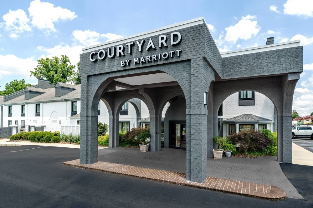 Courtyard by Marriott Winston-Salem University: 3111 University Pkwy, Winston-Salem, NC