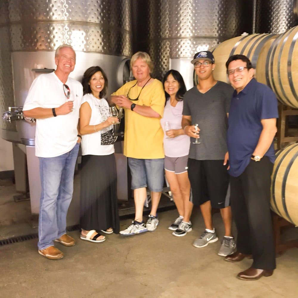 Savoir Faire Wine Tours: Solvang, CA