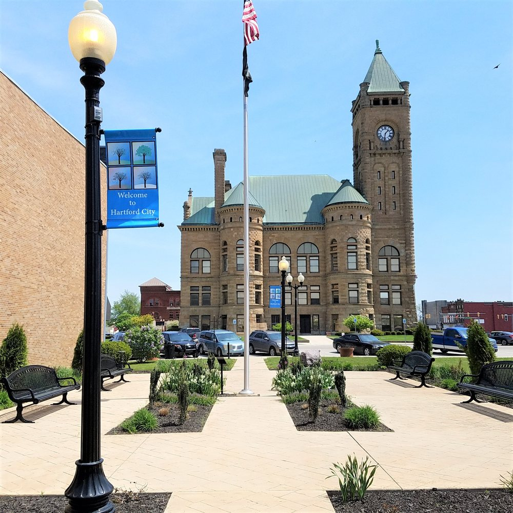 Veterans Gardens: 115 N High St, Hartford City, IN