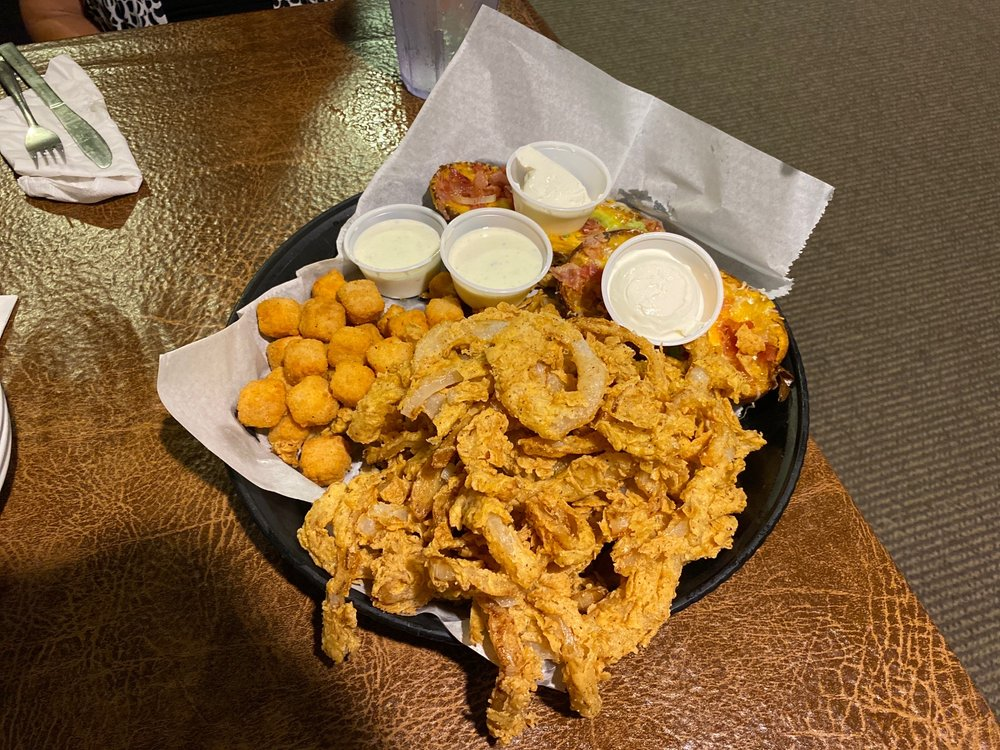 Gil's Supper Club: 12703 W Farmington Rd, Hanna City, IL