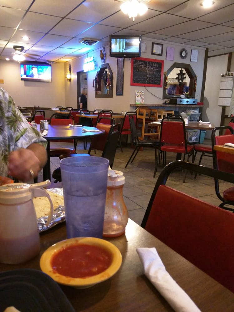 El Chile Verde: 119 W Harvey Ave, Wellington, KS
