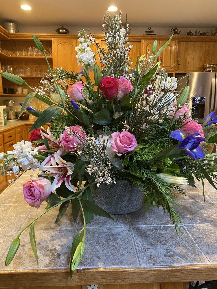 Apple Blossom Flower Shoppe: 259 N Main St, Clayton, GA