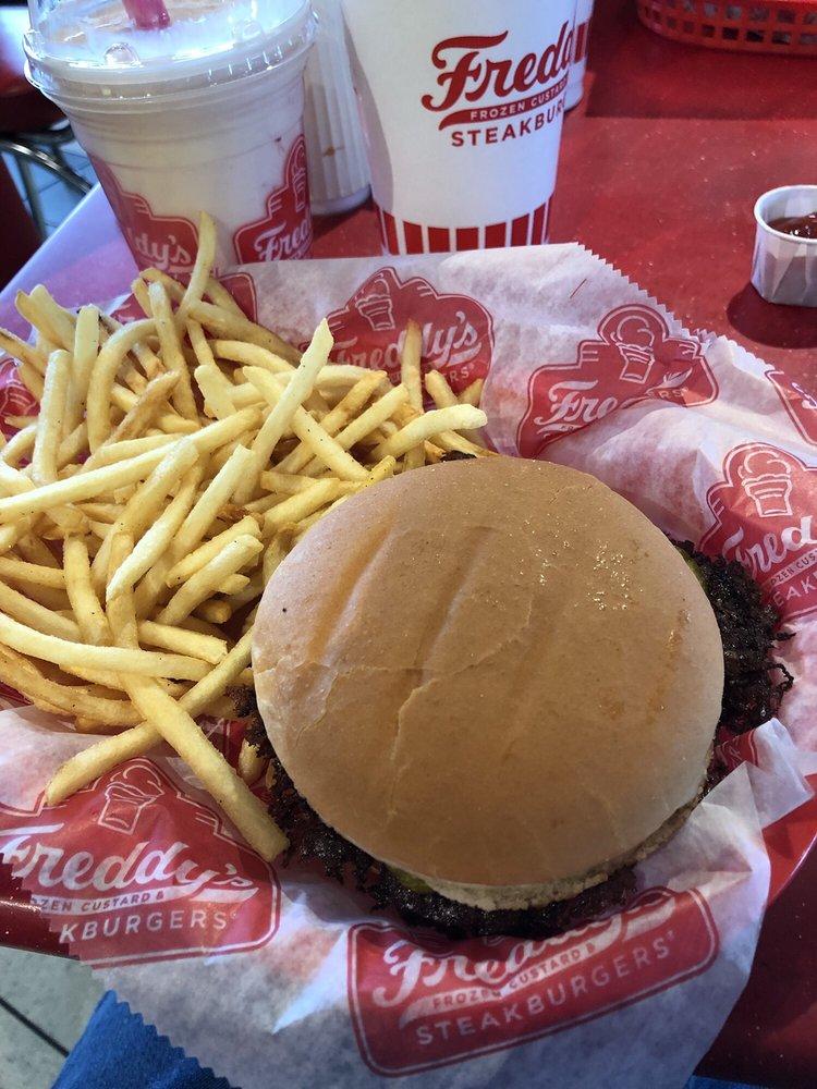 Freddy's Frozen Custard & Steakburgers: 917 E Charleston Ave, Mattoon, IL