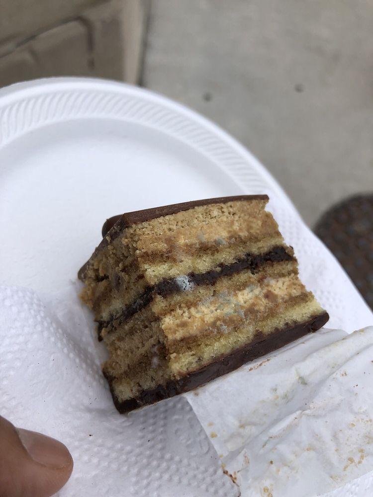 Klueless Cupcakes: 1580 Wyandotte Street E, Windsor, ON