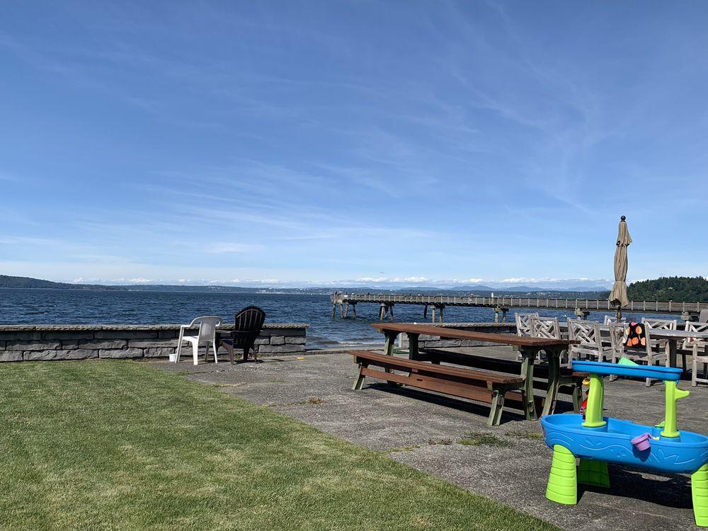 Dash Point Park & Pier: 1500 Beach Dr NE, Tacoma, WA