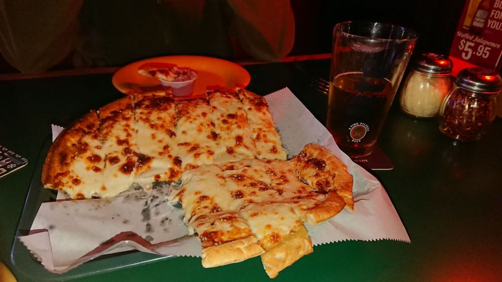 Food from Woody's Woodfire Pizza