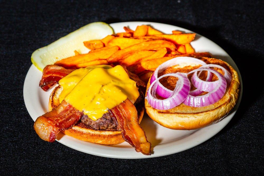 Junction Bar & Grill: 2667 County Road 70, Babbitt, MN