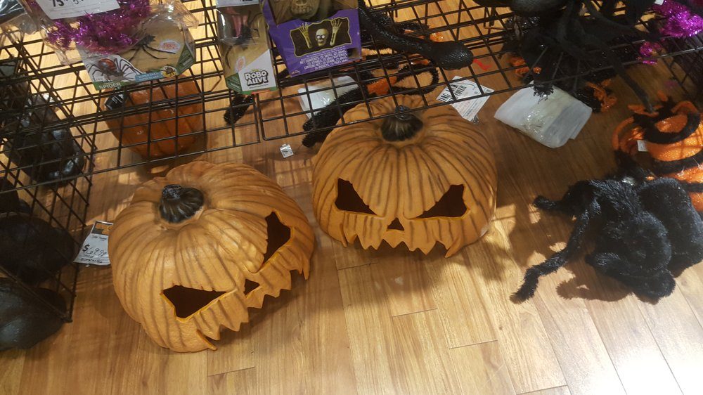 Halloween City: 9160 SW Hall Blvd, Tigard, OR