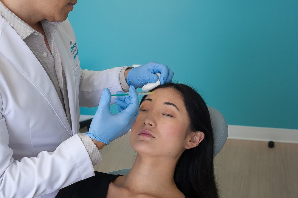 Dr  Kwan injects his patient with Botox  - Yelp