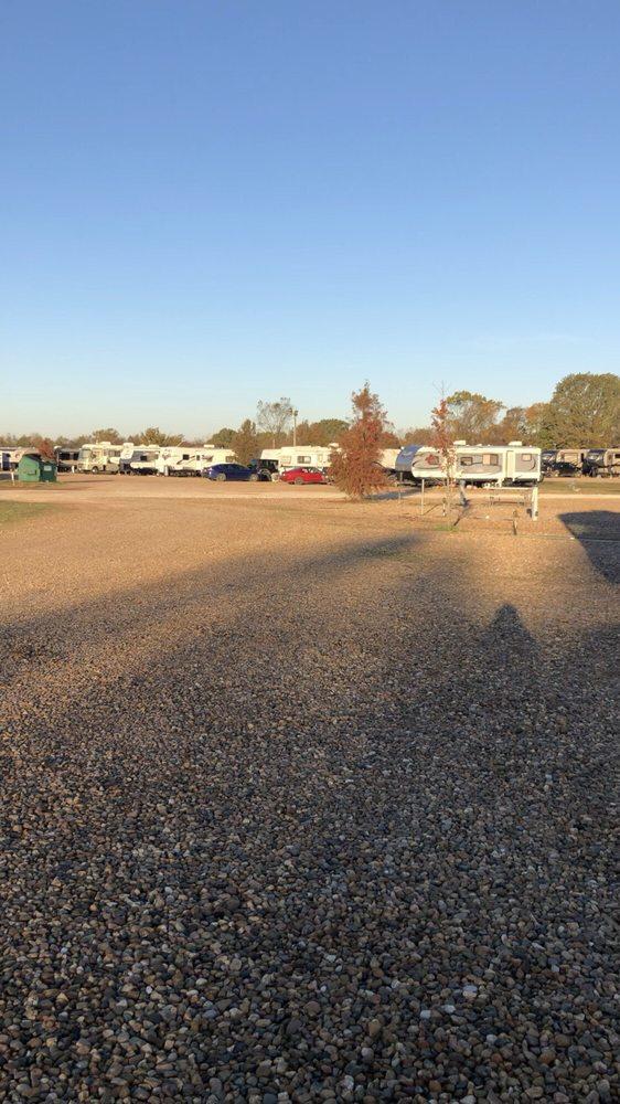 Sunrise Rv Park: 8225 Camper Ln, Texarkana, AR