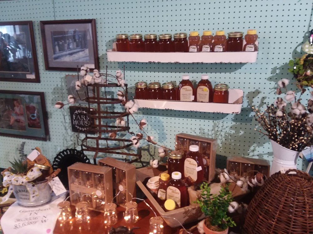 Front Porch Mercantile: 413 E Hull Ave, Gainesboro, TN