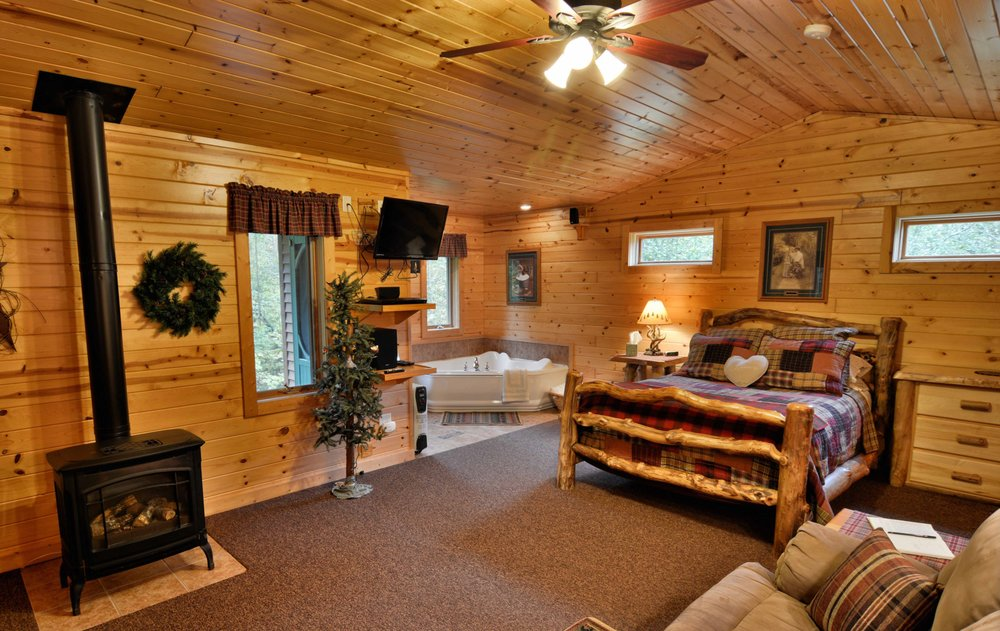 Woodside Cottages: 84790 State Hwy 13, Bayfield, WI