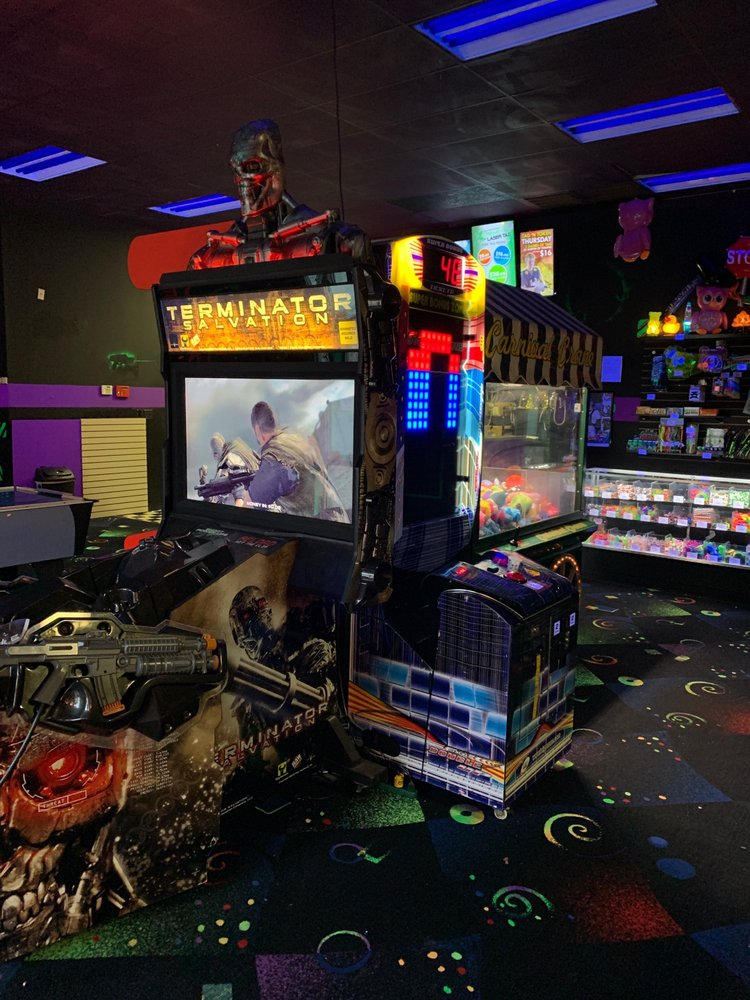 Avon Xtreme Laser Tag: 8131 Kingston St, Avon, IN