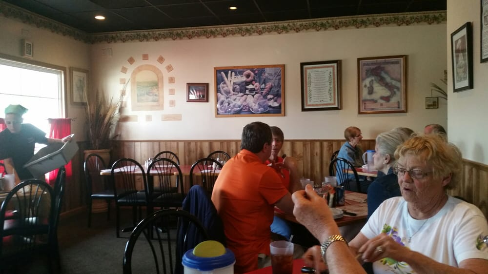 Filippo's Pizza and Italian Food of Mahomet: 2012 Tin Cup Rd, Mahomet, IL