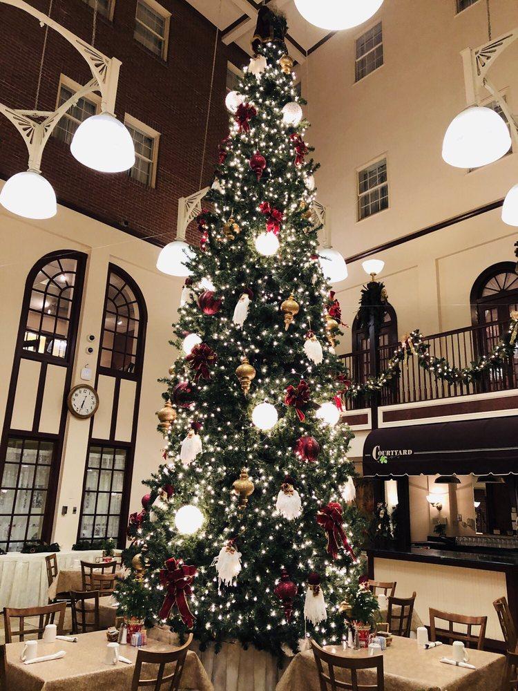 DeSoto House Hotel: 230 S Main St, Galena, IL